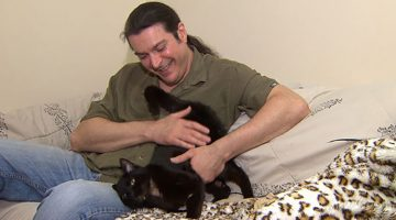 """Truck Driver Saves """"Dead"""" Kitten And Ends Up Adopting Him"""